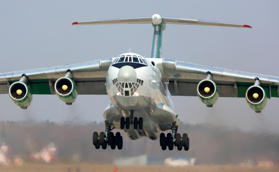 Lądujący samolot Ił-76