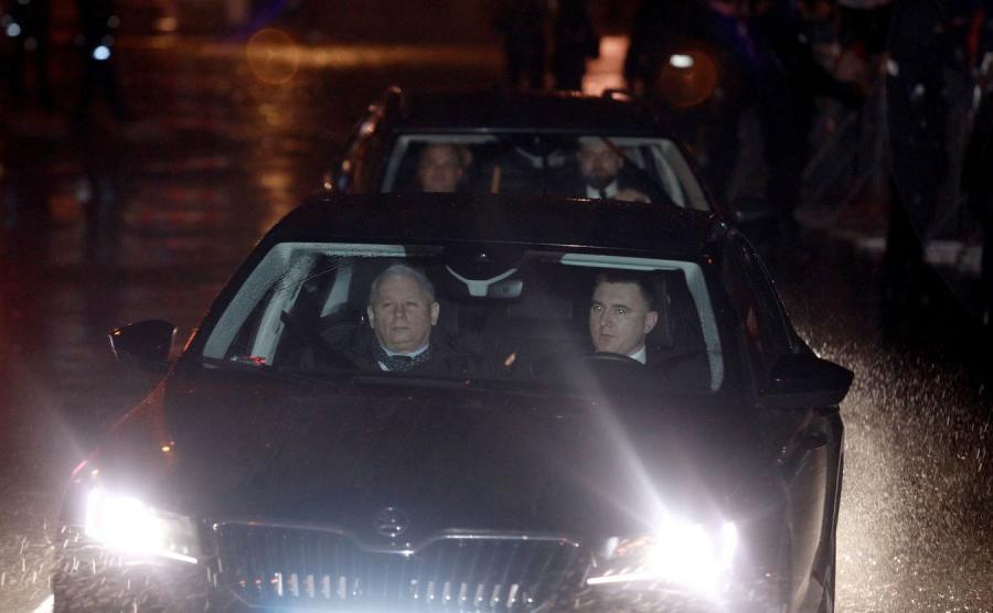 Jarosław Kaczyński wjeżdżający na Wawel