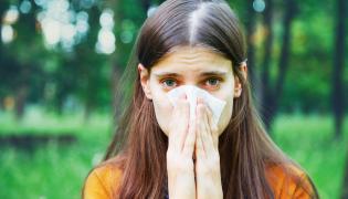 Dziewczyna ma alergię