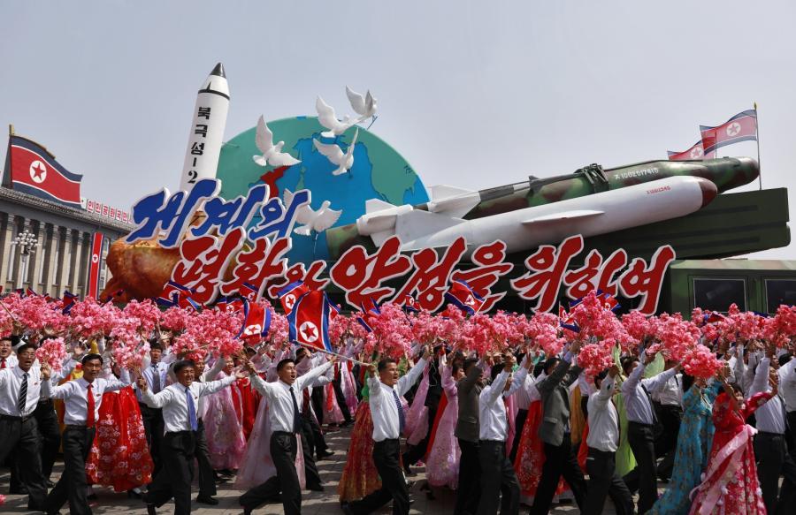 Parada wojskowa w Korei Północnej EPA HOW HWEE YOUNG