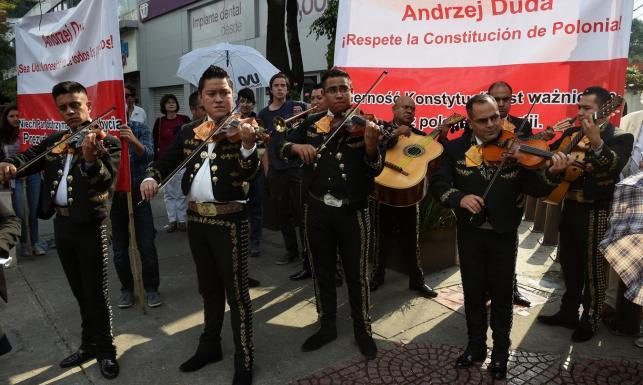 Andrzej Duda z małżonką w Meksyku. Prezydent odebrał klucze do miasta, trafił też na demonstrantów [ZDJĘCIA]