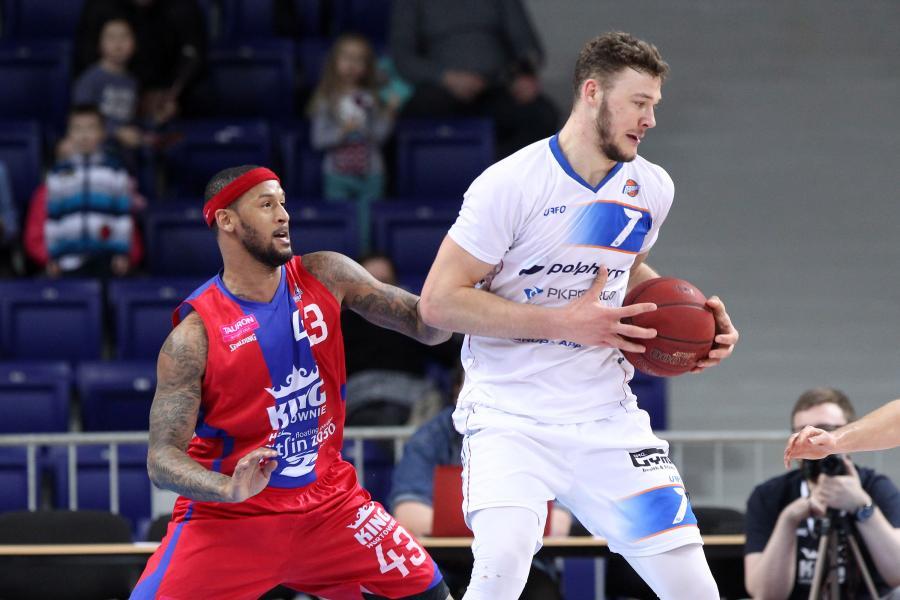 Martynas Sajus (w niebieskim stroju)