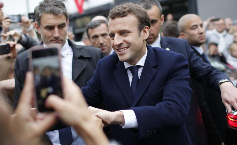 Macron wygrywa