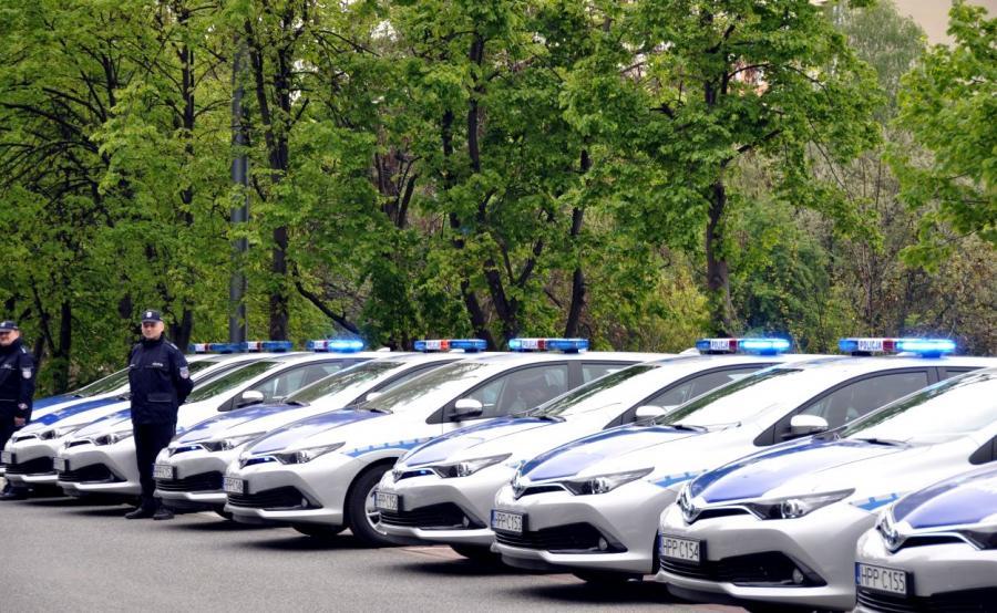 Policja poinformowała, że każdy z pojazdów toyota auris kombi wart jest ponad 92 tys. zł