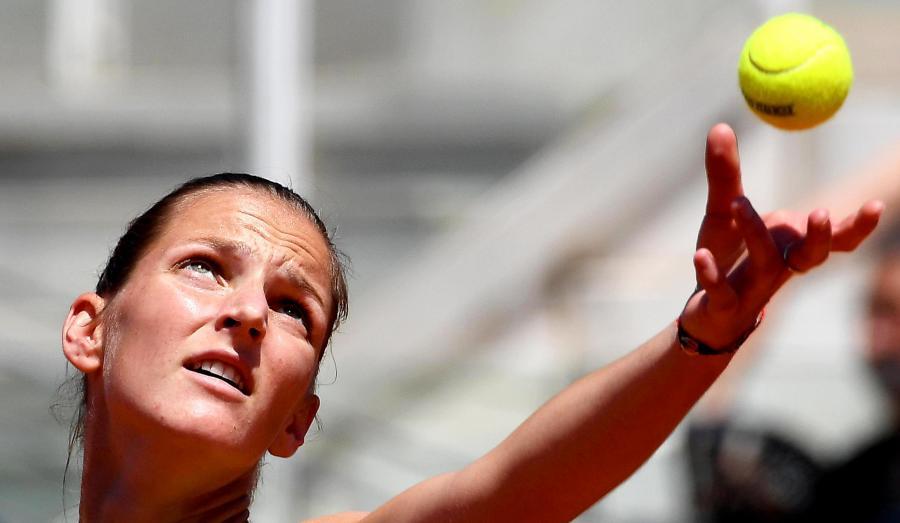 Karolina Pliskova na korcie w Rzymie eksponuje swoje tatuaże