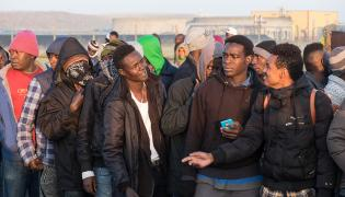 migranci w Calais