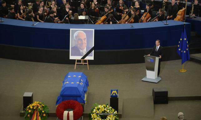 Pożegnano byłego kanclerza Niemiec Helmuta Kohla. Merkel: Drogi kanclerzu, miał Pan decydujący udział w tym, że tutaj stoję
