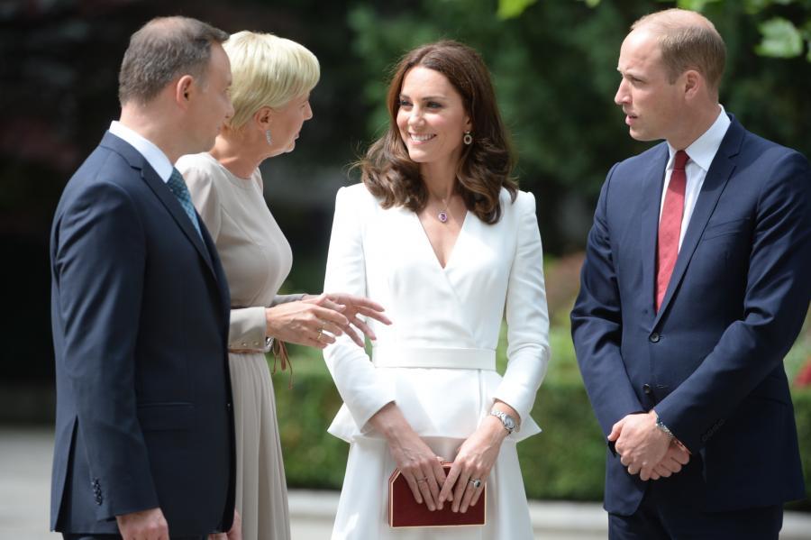 Para książęca i para prezydencka w ogrodach Pałacu Prezydenckiego
