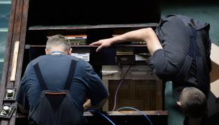 Wymiana aparatury do głosowania w Sejmie