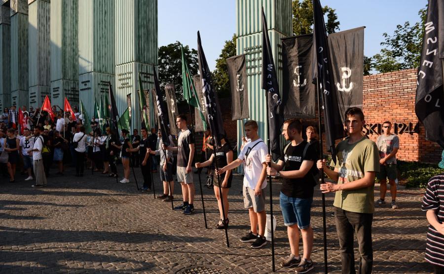 Narodowcy podczas marszu