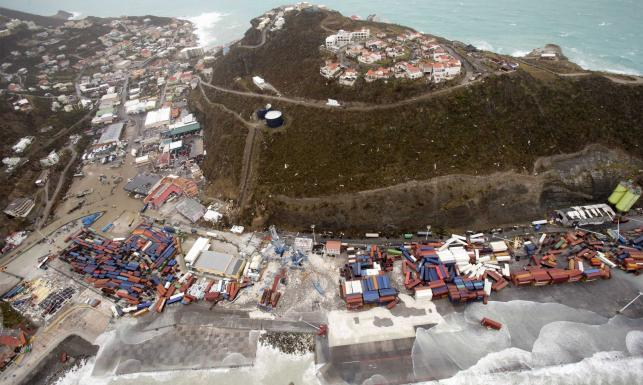 Połowa mieszkańców Barbudy bezdomna po przejściu Irmy. Skala zniszczeń na Sint Maarten ogromna. ZOBACZ ZDJĘCIA