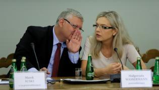 Poseł PiS Marek Suski i przewodnicząca posłanka PiS Małgorzata Wassermann