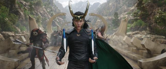 """Tom Hiddlestion w filmie """"Thor: Ragnarok"""". Polska premiera 25 października 2017 roku"""