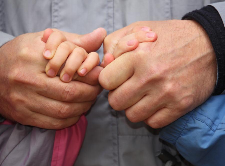 Ojciec zmarł, ale przed śmiercią znalazł dzieciom rodzinę
