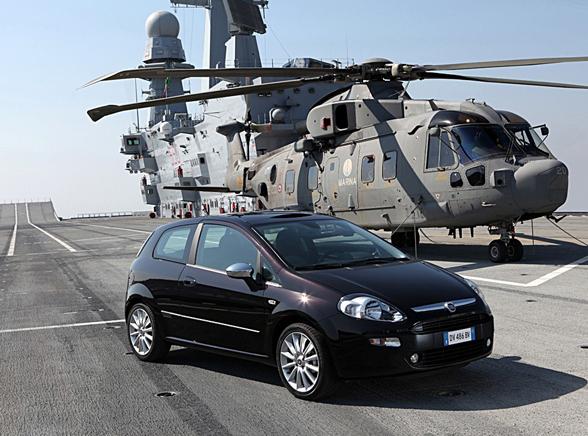 Mały Fiat prosto z włoskiego lotniskowca
