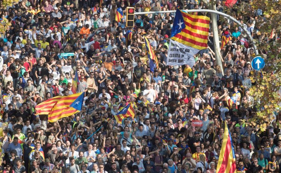 Tłum na ulicach Barcelony