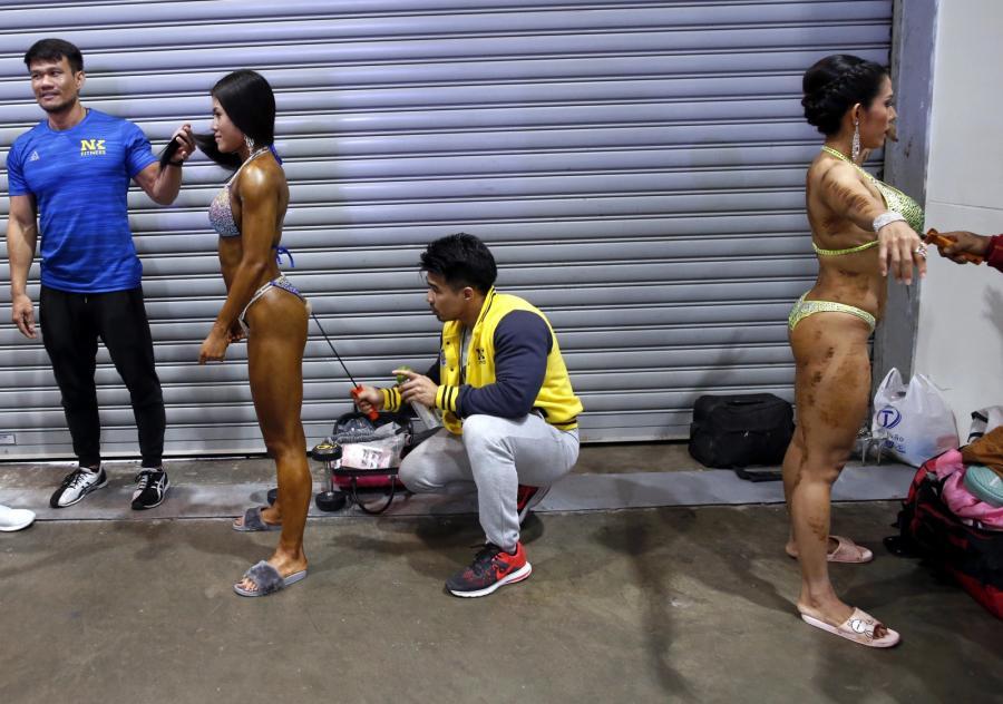 Te panie w formie są o każdej porze roku. W Tajlandii zaprezentowały swoje wyrzeźbione ciała