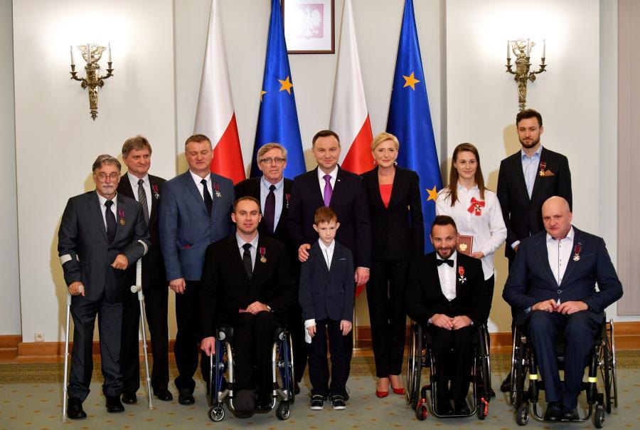 W Pałacu Prezydenckim odbyła się uroczystość wręczenia wysokich odznaczeń państwowych grupie paraolimpijczyków z Rio de Janeiro i ich trenerom