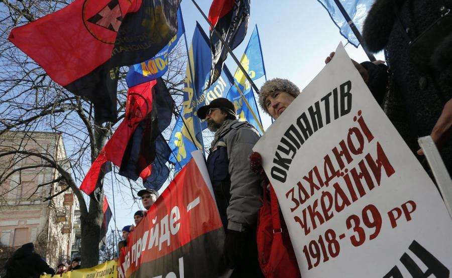 Protest w Kijowie przeciwko ustawie o IPN