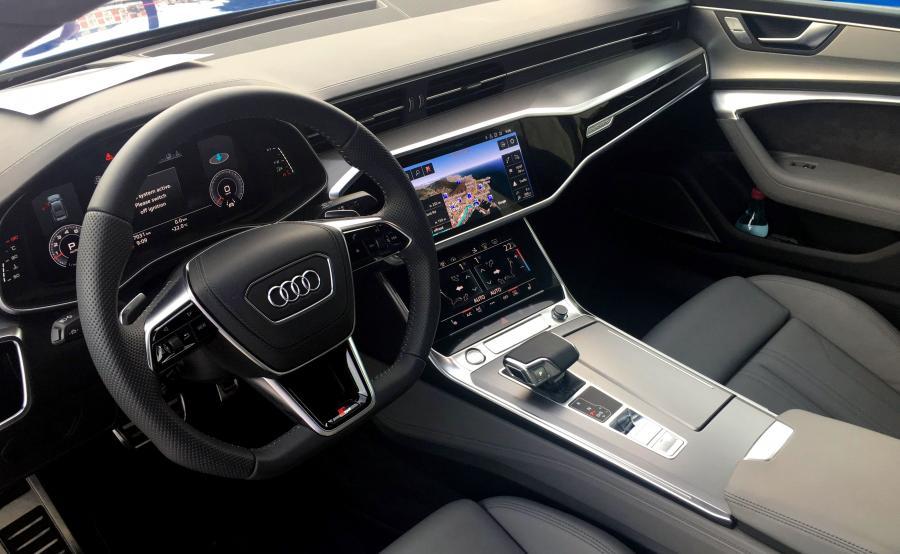 Audi A7 Sportback.Na pokładzie znajdziemy sporo nowoczesnych technologii, które zadebiutowały niedawno w limuzynie A8