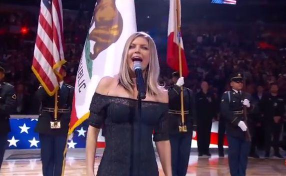 Fergie śpiewa amerykański hymn
