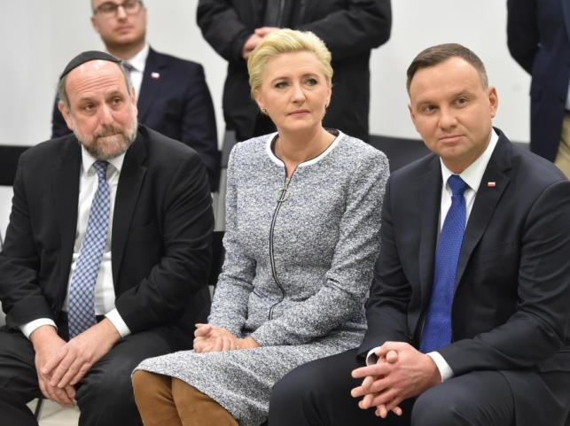 Naczelny rabin Polski Michael Schudrich oraz Agata Kornhauser-Duda i Andrzej Duda