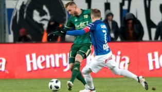 Piłkarz Lecha Poznań Maciej Gajos (P) i Tim Rieder (L) z Śląska Wrocław