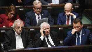 Jarosław Kaczyński (z telefonem)
