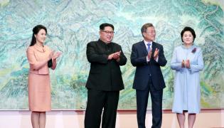 Ri Sol-ju i Kim Dzong Un oraz Moon Jae-in i Kim Jung-sook (od lewej)