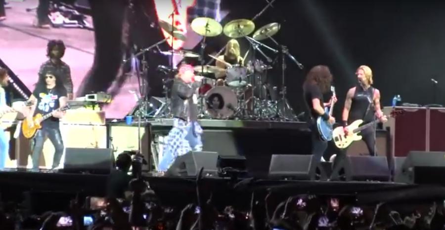 Guns N\' Roses oraz Foo Fighers razem na scenie