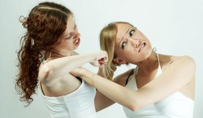 Kiedy kobieta bije kobietę