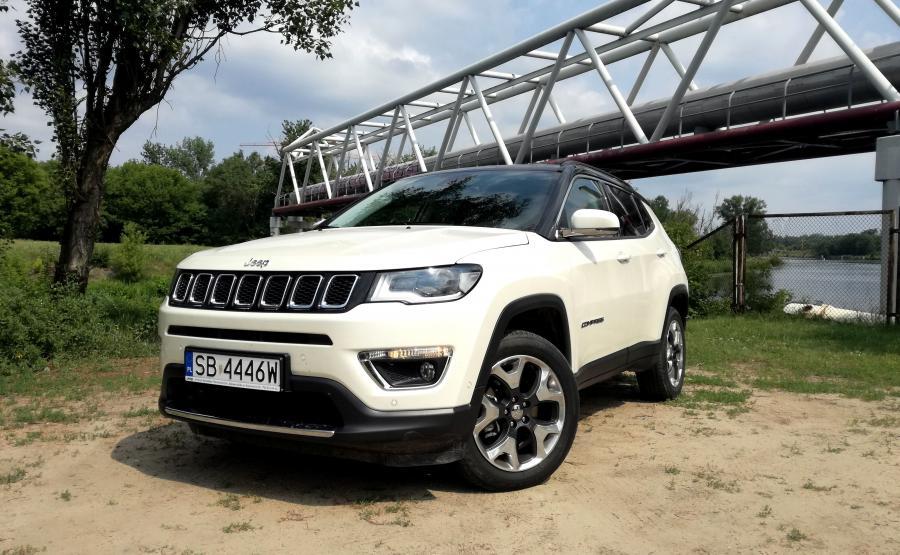 Nowy Jeep Compass jest dostępny ze zniżką do 33 000 zł, a Renegade w cenie niższej do 22 500 zł