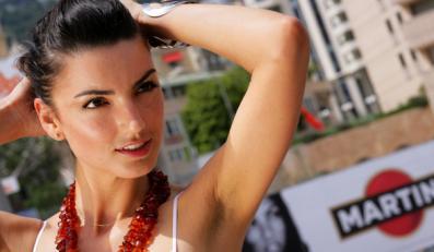 Seksbomba, przez nią rywal Kubicy rozbił bolid