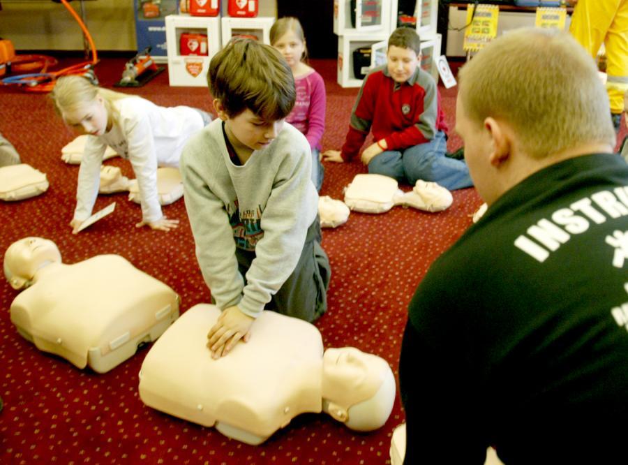 Uczniowie nauczą się ratować życie
