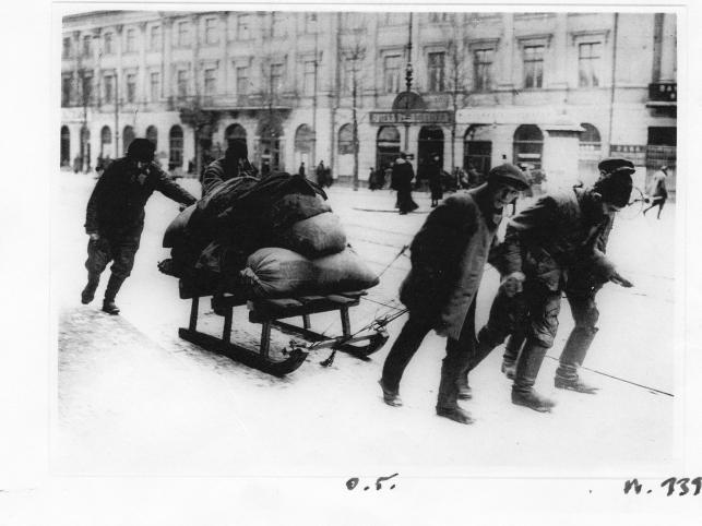W warszawskim Domu Spotkań z Historią mozna oglądać wystawę unikalnych zdjęć stolicy z czasów okupacji niemieckiej podczas I Wojny Światowej