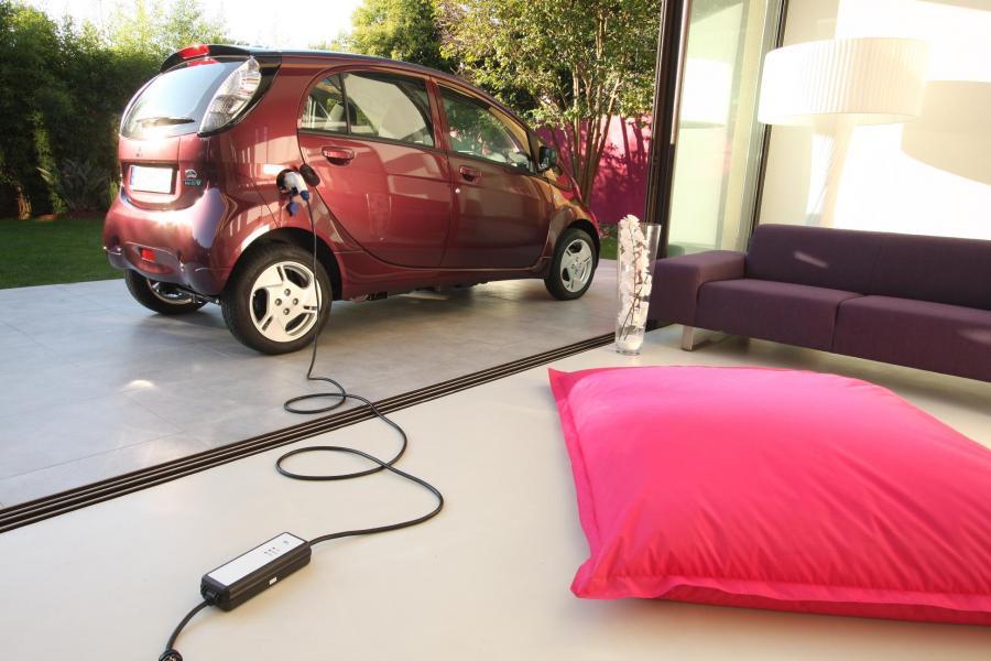 Od połowy 2012 roku w USA mobilne ładowanie elektrycznych aut