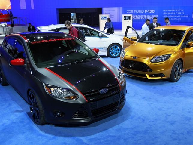 Ford Focus w wersji 3D Carbon i jako złocisty ST