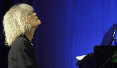 Zaledwie kilka koncertów zagra w Europie legendarna pianistka i kompozytorka Carla Bley. Jeden w Polsce