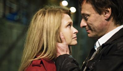 Blomkvist (Michael Nyqvist) romansuje z szefową (Lena Endre)