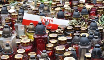 Znicze ku pamięci ofiar Katynia