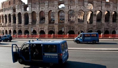 Koloseum zostało ewakuowane po tym, jak w jednym z łuków amfiteatru znaleziono puszkę z lontem