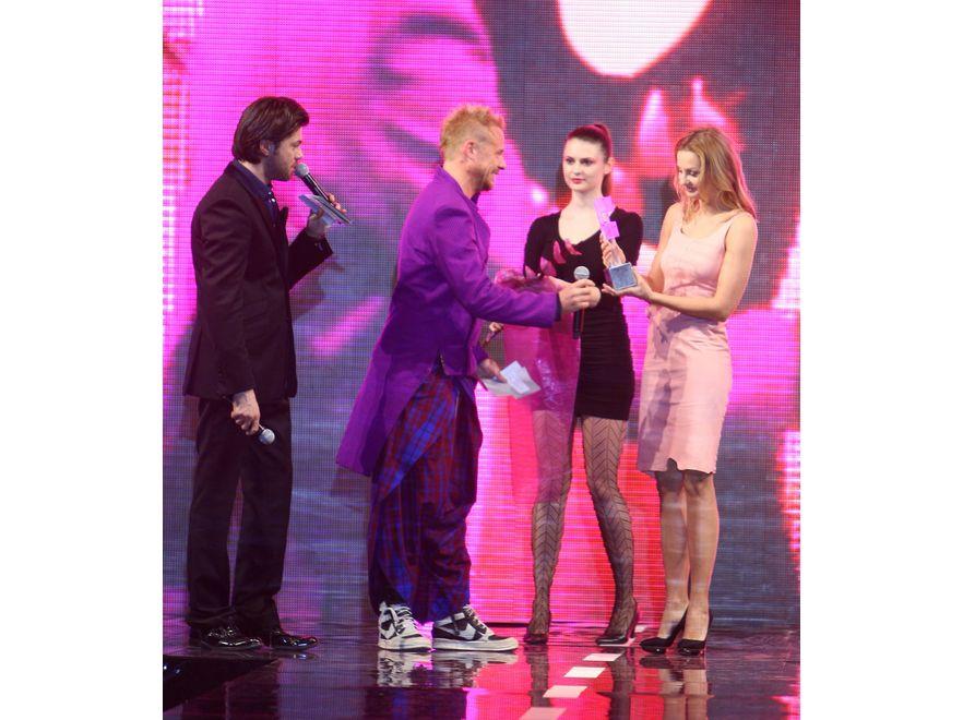 Małgorzata Socha odbiera statuetkę Oskar Fashion 2011