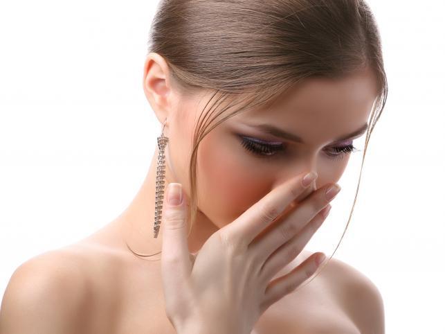 Nieświeży oddech? Wprowadź te produkty do diety