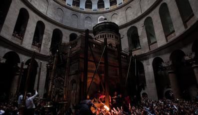 """Prawosławna ceremonia """"świętego ognia"""" w Jerozolimie"""
