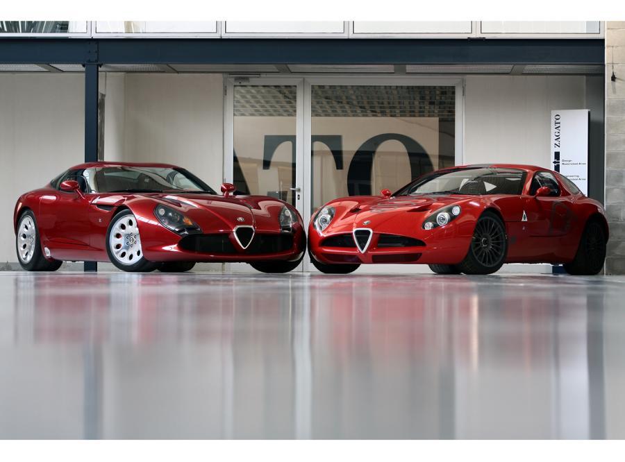 Alfy TZ3 Stradale (z lewej) i TZ3 Corsa