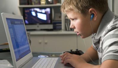 Internet to nie tylko nieograniczone źródło informacji, w sieci czai się wiele niebezpieczeństw, na które narażone są głównie dzieci