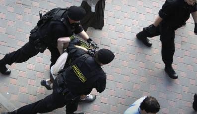 Białoruska milicja rozbija opozycyjną demonstrację