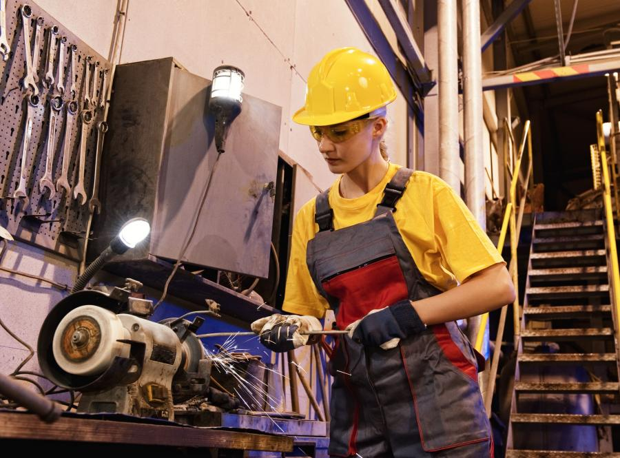 Firmy korzystają z popytu na polskie wyroby i śrubują produkcję