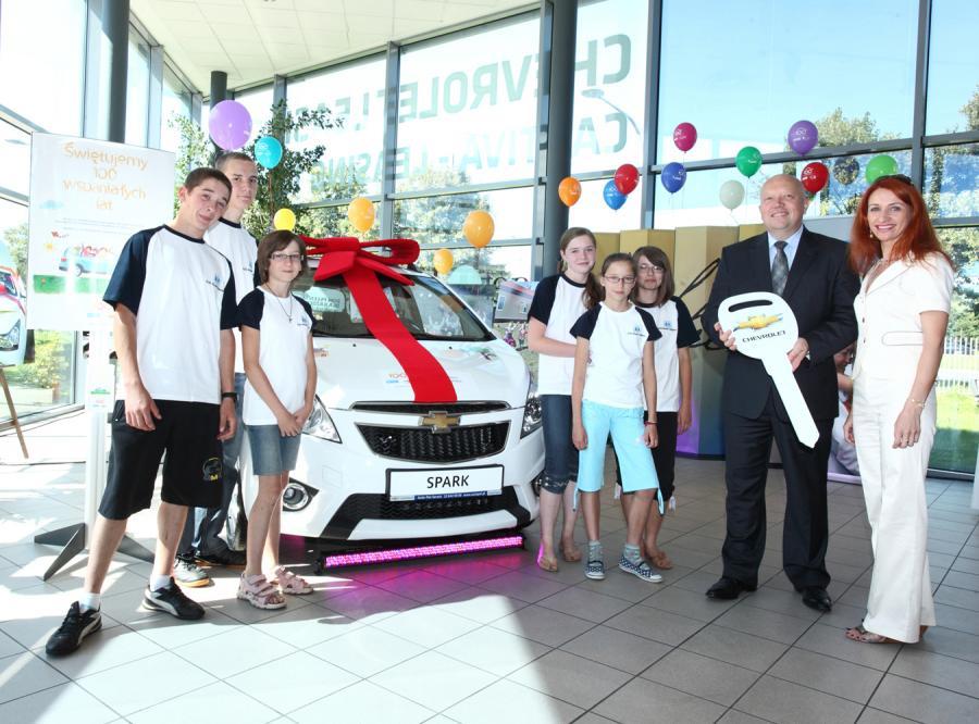 Chevrolet przekazał Stowarzyszeniu SOS Wioski Dziecięce w Polsce klucze do Chevroleta Sparka