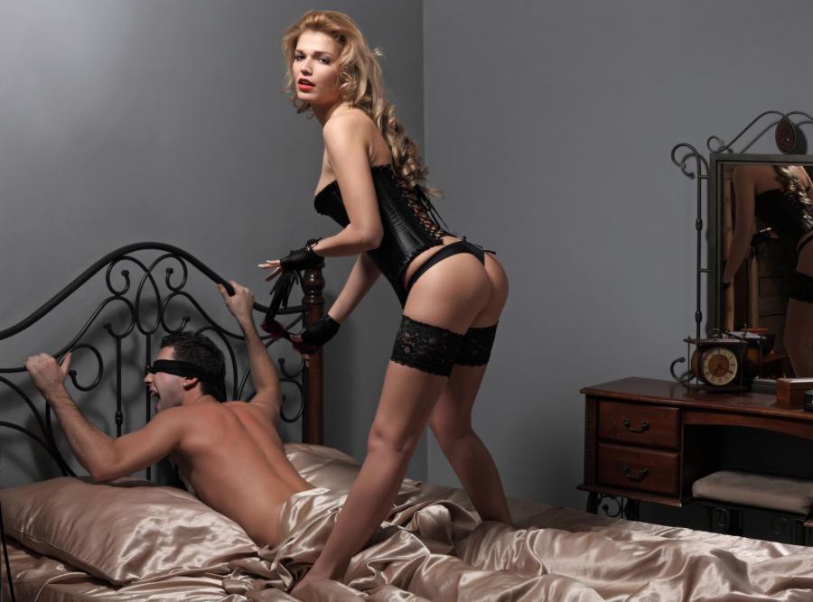Seks męskim niewolnikiem to jedna z bardziej powszechnych fantazji seksualnych